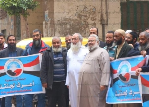 بالصور| ياسر برهامي يدلي بصوته في الاستفتاء بالإسكندرية