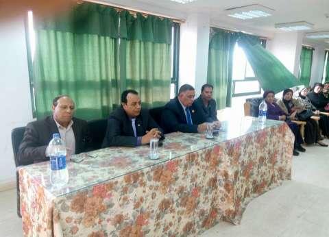 اتحاد عمال مصر ينظم مؤتمراً جماهيرياً لدعم «السيسى»