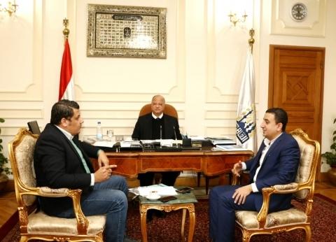 """محافظة القاهرة و""""صناع الخير"""" تبحثان إطلاق """"أولادنا في عنينا"""" بالمدارس"""
