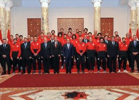 السيسي يطالب المنتخب بالانضباط وبذل أقصى جهد لإسعاد الشعب المصري