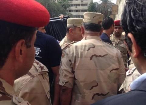 بالصور| قائد المنطقة المركزية العسكرية يتفقد اللجان الانتخابية في الدقي
