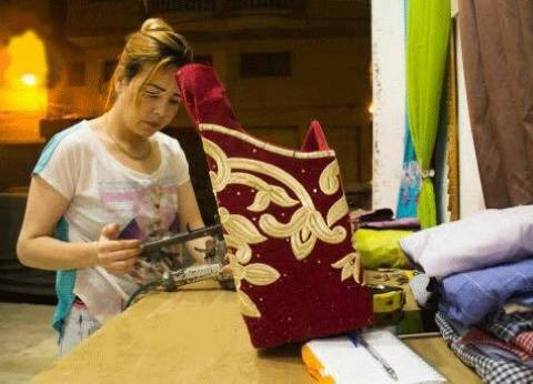 بالصور| مدام «هنا».. نجارة ومصممة ستائر في الإسكندرية: «معايا ماجستير»