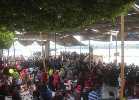 بالصور| تزايد إقبال المواطنين على حديقة الأسرة والطفولة بدسوق