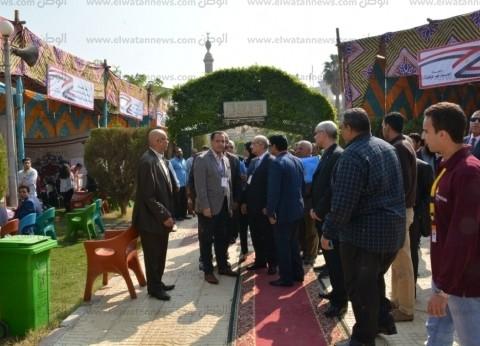 رئيس جامعة أسيوط ونائبه يتفقدان انتخابات رئيس اتحاد طلاب الجامعة