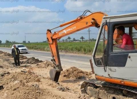 بالصور| مساعد محافظ كفر الشيخ يتابع أعمال بناء أعمدة المرور الجديدة