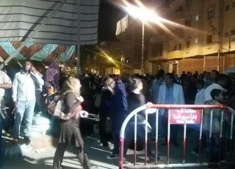 هتافات مؤيدة لأحد المرشحين أمام لجنة في بولاق الدكرور