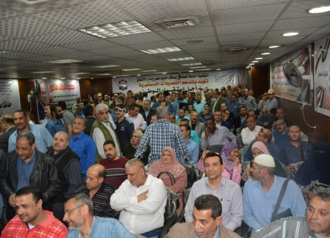 """مؤتمر حاشد بـ""""المترو"""" لحث العاملين على المشاركة في التعديلات الدستورية"""
