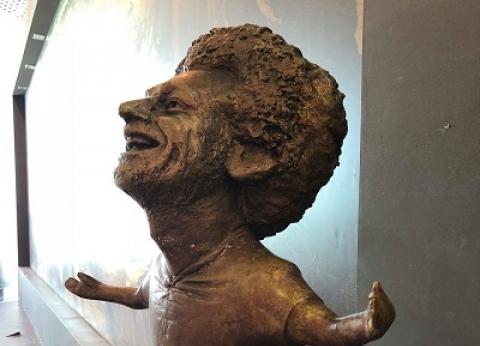 """عمرو أديب عن تمثال محمد صلاح: """"تعبيري ولا يستحق كل تلك السخرية"""""""