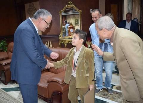 محافظ المنيا يكرم الأول في بطولة الجمهورية للكونغ فو تحت السن