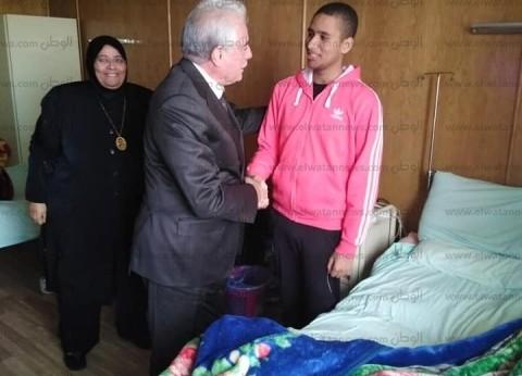 محافظ جنوب سيناء يزور شقيق الشهيد محمود العواد بمستشفى القوات المسلحة