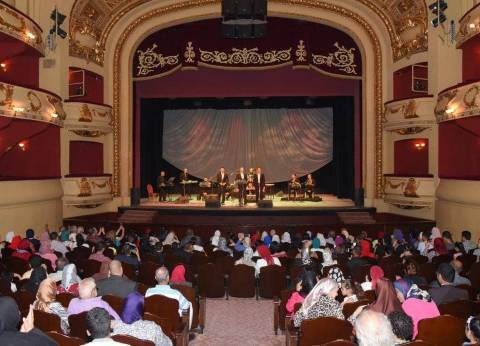 بالصور| الاحتفال بذكرى 30 يونيو على مسرح سيد درويش