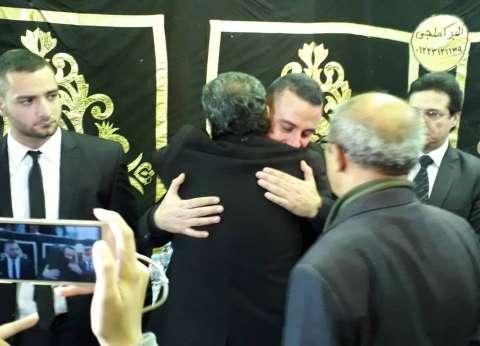 أحمد عبدالعزيز ومنة فضالي يقدمان واجب العزاء في وفاة سعيد عبد الغني