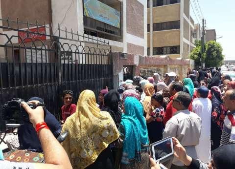 إصابة طالبة ثانوية عامة بتشنجات ونقلها للمستشفى بملوي في المنيا