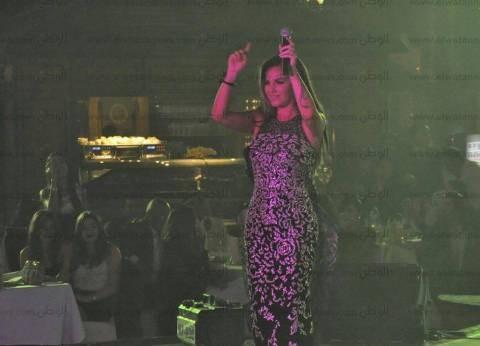 بالصور| نيكول سابا تتألق بفستان تكلفته 15 ألف دولار في ثاني حفلاتها برأس السنة