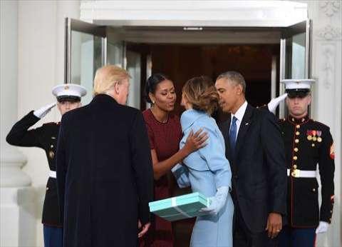 """""""ميلانيا ترامب"""" تقدم هدية من المجوهرات لـ""""ميشال أوباما"""""""