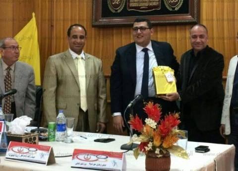 """وكيل """"صحة شمال سيناء"""" يجتمع بـ""""الصيادلة"""" لمناقشة رؤية القطاع الدوائي"""