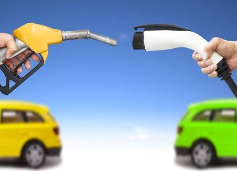شعبة السيارات: المستهلك المصرى لن يقبل شراء سيارة بـ«700 ألف جنيه» مقابل توفير الصيانة والبنزين