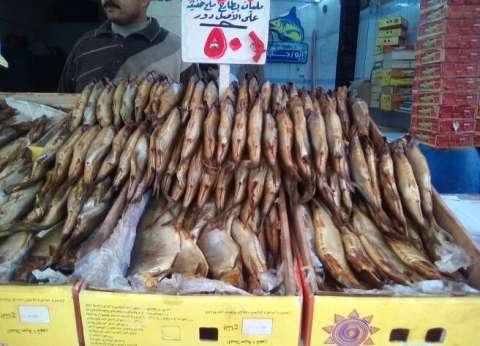 محافظ القاهرة يوجه بشن حملات تفتيشية على الأسواق قبل شم النسيم