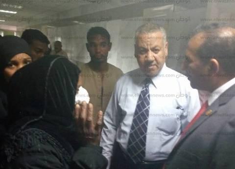 رئيس جامعة أسوان يتفقد المستشفى الجامعي ويستمع لمطالب المرضى