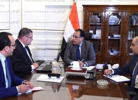 بالصور| رئيس الوزراء يستعرض خطط تطوير الشركات مع وزير قطاع الأعمال العام