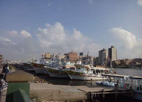 «السلامة البحرية» تحاصرهم باشتراطات.. والمسلحون يطاردونهم فى دول الجوار