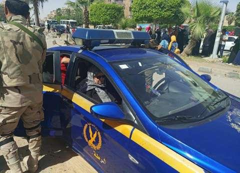 إصابة ضابط بسبب سقوط حجر من سيارة نقل كانت تسير أمامه في المنيا