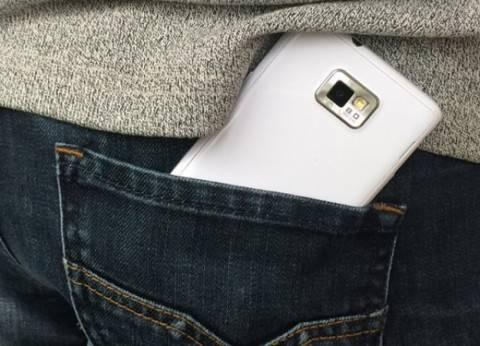الهاتف المحمول و«الجينز» الضيق يسببان العقم