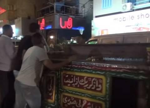توزيع شنط وأدوات مدرسية على عمال النظافة العاملين بشوارع حي العجوزة