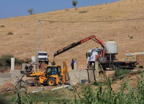 الاحتلال يقتلع أشجار زيتون في قلقيلية لصالح المستوطنين