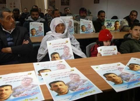 5 أسرى فلسطينيين يضربون عن الطعام في سجون الاحتلال الإسرائيلي