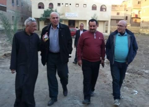 مدير الإدارة المركزية بالغربية يتفقد مشروعات المدارس والصرف في المحلة