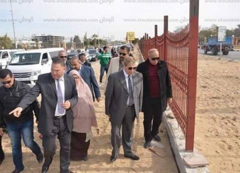 محافظ الإسماعيلية يتفقد أعمال إنشاء السور الحديدي أمام الجامعة