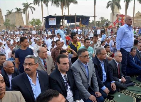 الآلاف يؤدون صلاة العيد في ساحة سيدى أبوالحجاج بالأقصر
