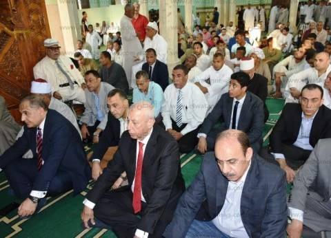 محافظ أسوان ومدير الأمن يؤديان صلاة عيد الأضحى بمسجد الطابية