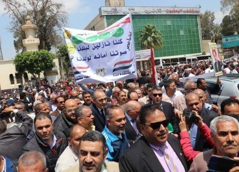 نقيب المعلمين يتقدم مسيرة لدعم الاستفتاء على التعديلات الدستورية