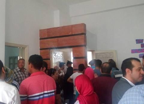 تظاهر أولياء أمور المدرسة المصرية للغات لتحرش المدير بـ3 أطفال