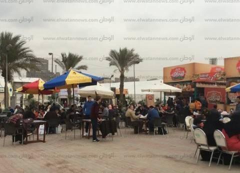 """المطاعم تربح.. المصريون بشعار """"بلاها كتب خلونا ناكل"""" بمعرض الكتاب"""
