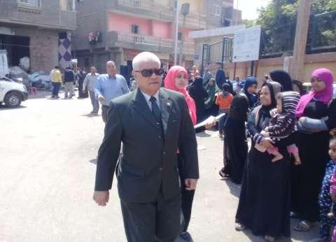 رئيس حي البساتين يتفقد سير عملية الاستفتاء على التعديلات الدستورية