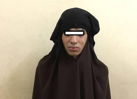 """القبض علي جامعي تخفي بالنقاب """"للتحرش بالسيدات"""" في المترو"""