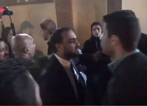 بالفيديو| مشادة بين صحفيين وضابط في عزاء الفنان الراحل سعيد طرابيك
