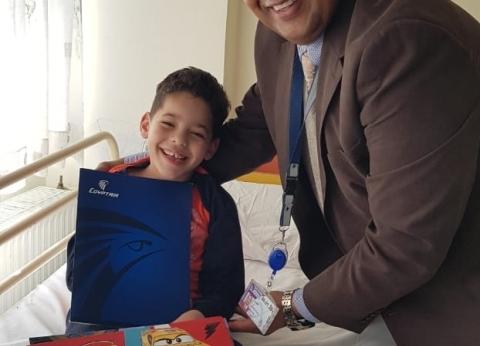 من أثينا إلى الجزائر.. الطفل آدم في عيون quotمصر للطيرانquot