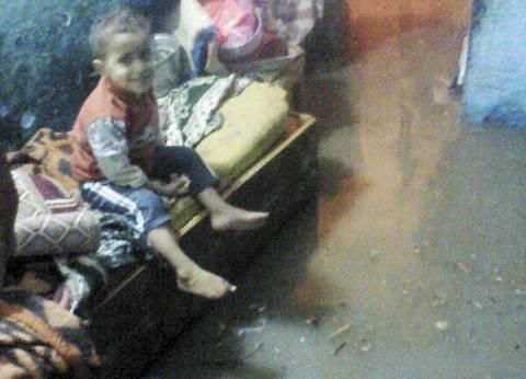 الأمطار تغمر منازل «الغلابة».. والأهالى: «المحافظة مش فاضية لنا»