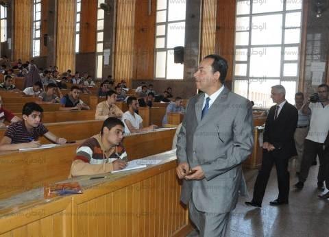 """رئيس جامعة المنوفية يزور """"هندسة منوف"""" لمتابعة مناقشة مشاريع التخرج"""