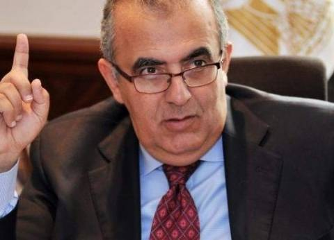 وزير الصحة الأسبق يغادر مطار القاهرة إلى دبي