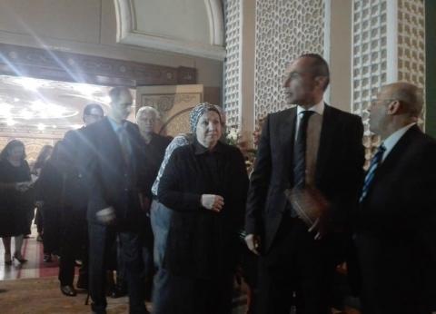 """""""مش مع بعض"""".. علاء مبارك يعزي في أرملة """"سعدة"""" عقب مغادرة شقيقه جمال"""