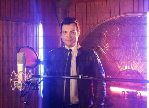 """إيهاب توفيق يتعاقد مع """"هاي كواليتي"""" لطرح ألبومه الجديد"""