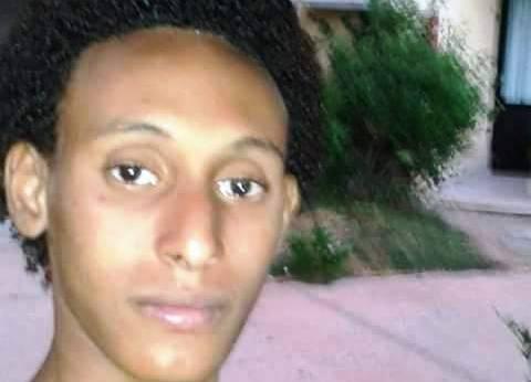 """أهالى صحاري بأسوان ينتظرون جثمان شهيد سيناء """"عمر وطني"""""""