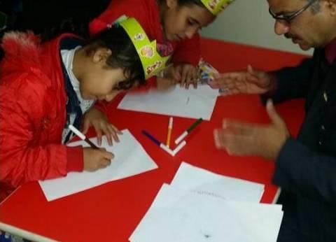 """""""خط منمنم"""".. مبادرة الخطاطين لتعليم الأطفال حروف اللغة في معرض الكتاب"""