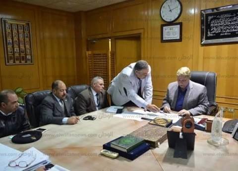 محافظ الإسماعيلية يبحث تنفيذ المشروع القومي لتطوير المحاور المرورية