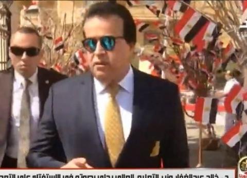 عاجل| وزير التعليم العالي يدلي بصوته في الاستفتاء على تعديلات الدستور